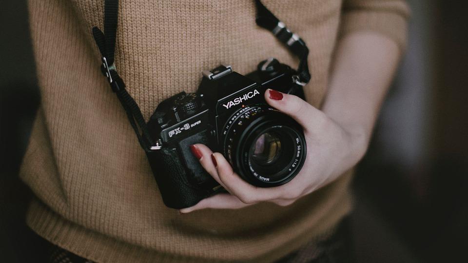 Appareil photo reflex vs Hybride : quels sont les différences ?